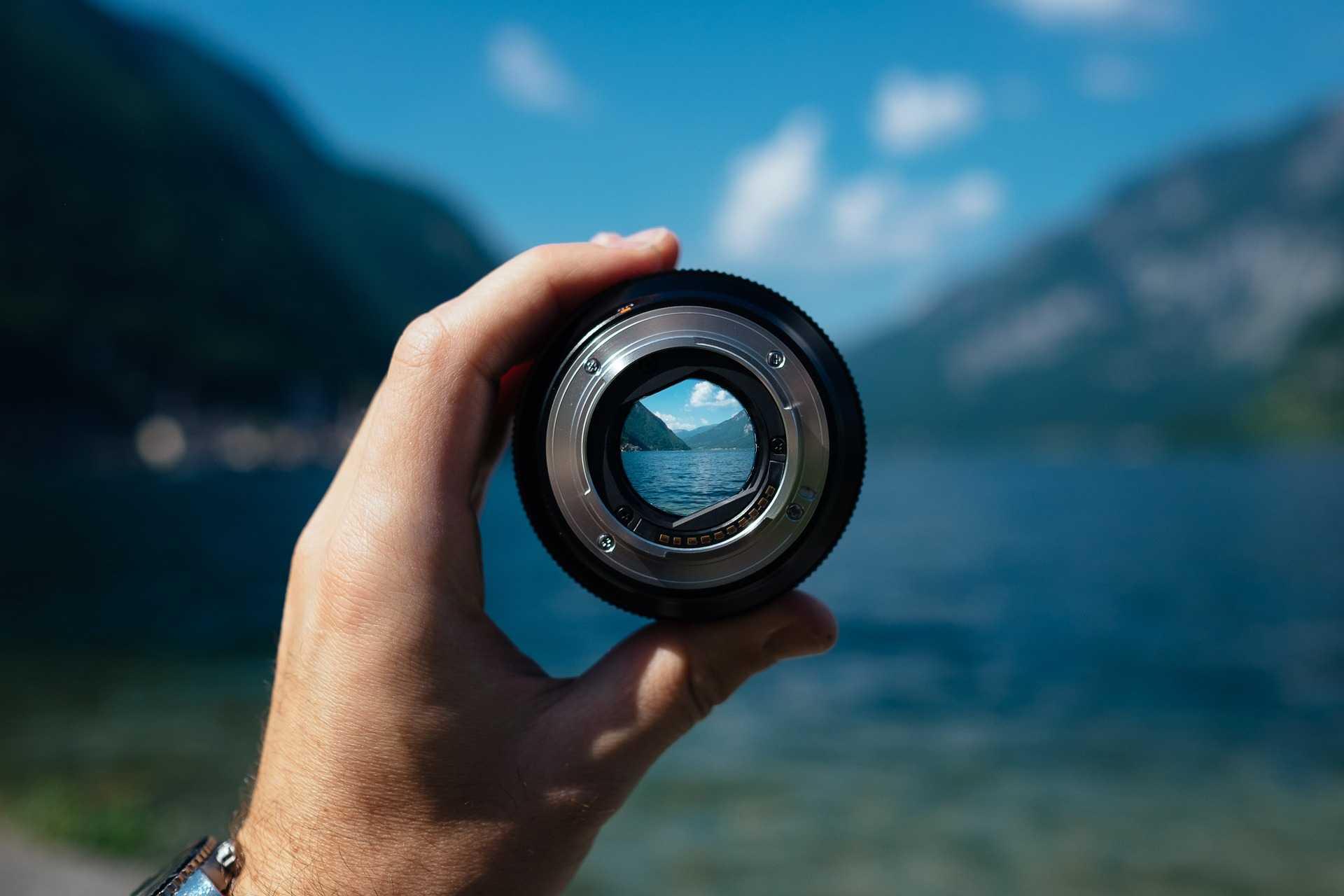 ההתמקדות עוזרת בקבלת החלטות, בהתמודדות עם הצפה רגשית או בלבול, וכשהגוף מבקש מקום אינטימי, טבעי ופשוט, לנוע בו, לבקש, להביע, להיות בקשר.